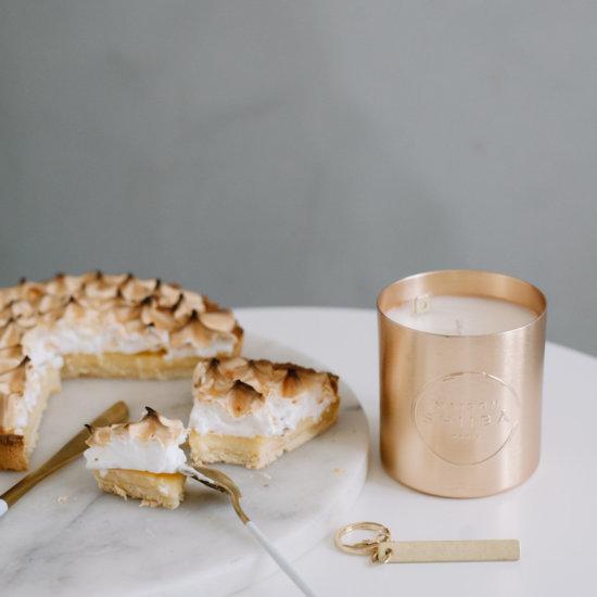 Découvrez notre Bougie Parfumée au Citron Meringué, avec un message personnalisé à l'intérieur, fabrication francaise, parfum Grassois